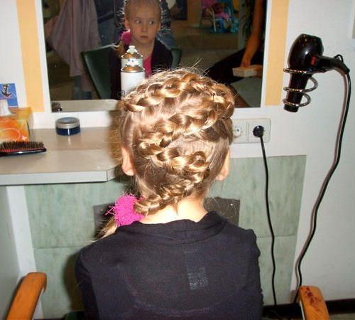 Neben angesagten Frisuren für Ihre Kleinen bieten wir auch Kinderschminken an