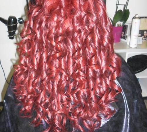 Rote Haare mit gestylten Locken