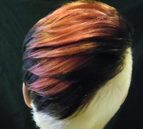 Trendbewusste Frisur mit Colorierung